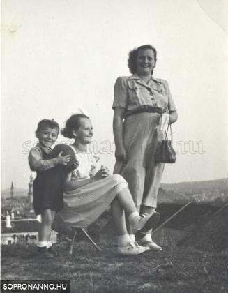 Családi fotó a Bécsi-dombon