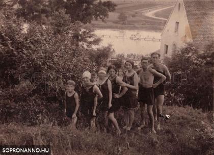 Családi fotó 1930-ból