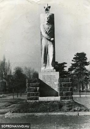 Kellner Sándor szobra