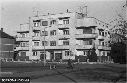 A Frankenburg u. 6. 1976-ban