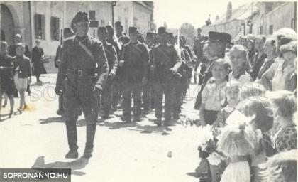 Vonulása a frontra 1944-ben