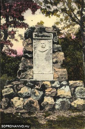 Emlékmű a Koronázó-dombon