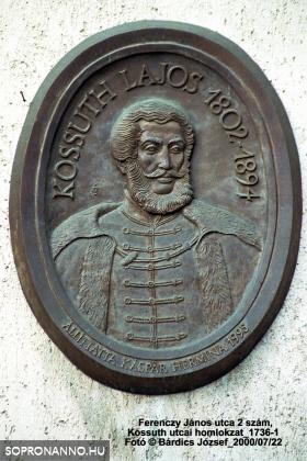 Kossuth Lajos emléktáblája az épület homlokzatán