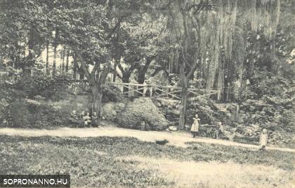 Gyerekek az Erzsébet-kertben