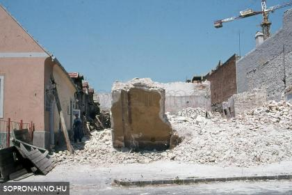 A Fövényverem 7. elbontott oldalának romjai