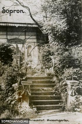 Pavilon a Lenck-villa kertjében