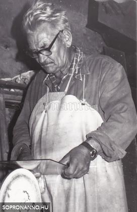 Hirschler Rezső munkában