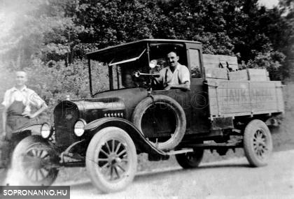Jauk Antal és öccse a cég teherautójával