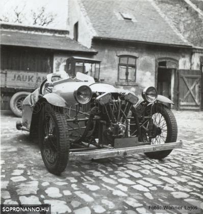 Jauk Antal kereskedő járműve