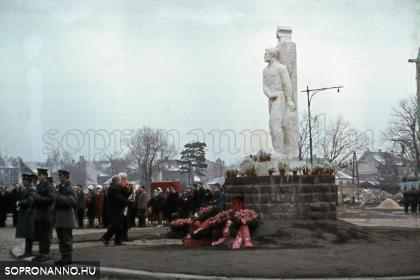 Szoboravató Kellner Sándor szobrának áthelyezése után