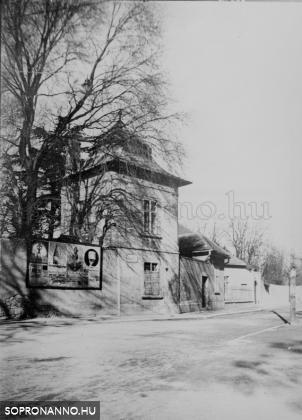 Házikó a Jókai utca sarkán