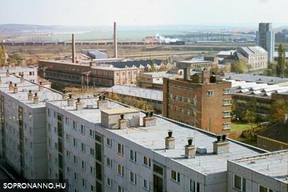 Kilátás a Kőfaragó téri lakótelep felől