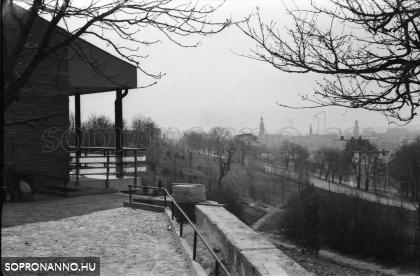 Kilátás az épülő Hubertus teraszáról a város felé