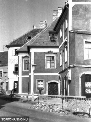 A Szinay-ház az Előkapuban