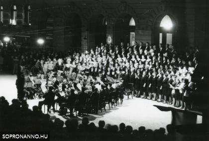 Koncert a Fő téren