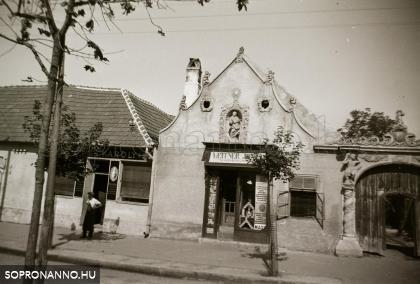 Leitner Jónás üzlete a Szent Mihály utcában
