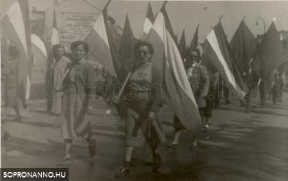 Felvonulás az 1950-es évek elején