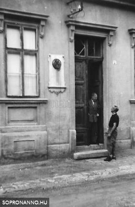 Malom utcai emlékképek - Dér Zoltán írásának margójára