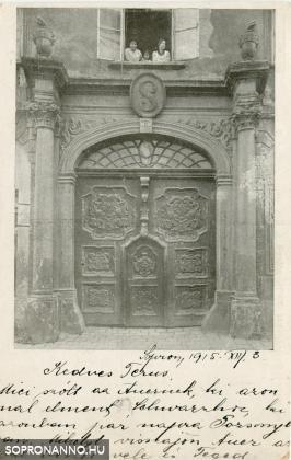 A Somogyi-ház kapuja