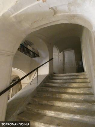 A lépcsőház napjainkban