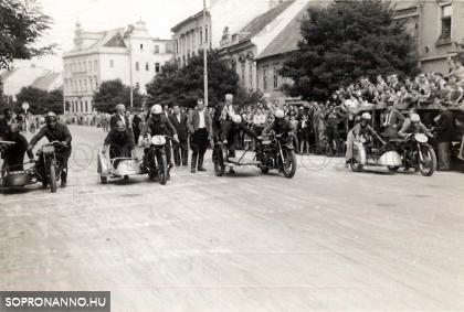 Motorverseny a Várkerületen