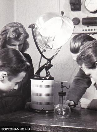 Elektroszkóp feltöltése