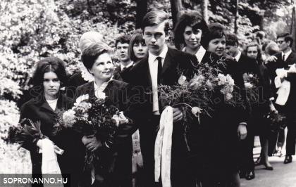 Ballagás a Deák-kúthoz 1966-ban, Osztályfőnök Askercz Éva.