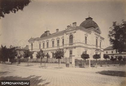 Sarokház a Herceg Esterházy utca és az Indóház utca találkozásánál