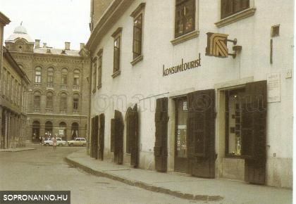 A Konzumtourist üzlete a Várkerület 39-ben