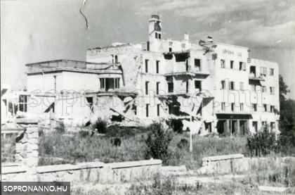 A lebombázott Lövér szálló egy részlete