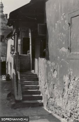 A Rózsa utca 16. sz. ház udvara