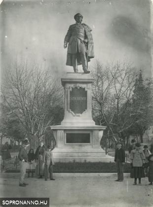 Széchenyi István szobra az 1900-as évek elején