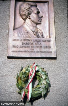 Bartók Béla emléktáblája a Pócsi u. 1-3. szám alatt