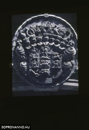 Az Eggenberg-házon látható címer