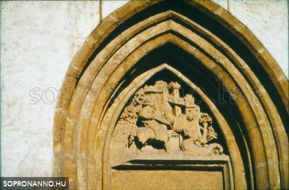 A Szent György-templom homlokzatának részlete