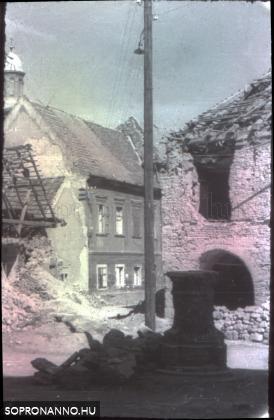 Az Orsolya tér bombázás után