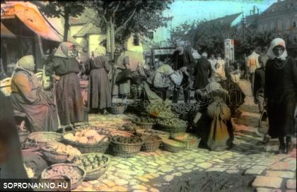 Piacozók a Mária-szobornál