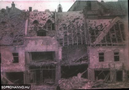 A lebombázott Várkerület