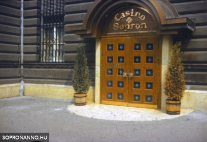 A Casino Sopron bejárata