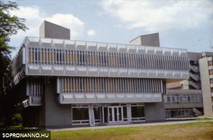 Az egyetemi könyvtár