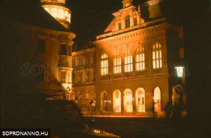 A Városháza éjjel
