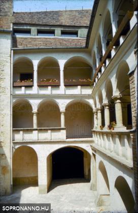A Tábornok-ház udvara