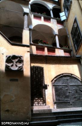 A Fabricius-ház udvara