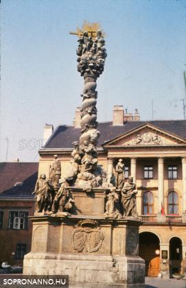 A Szentháromság-szobor