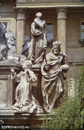 A Szentháromság-szobor részlete