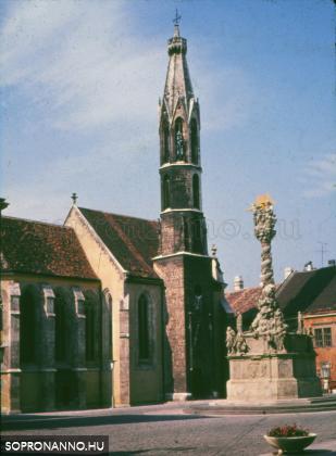 A Kecske-templom a Szentháromság-szoborral