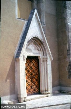 A Kecske-templom egyik bejárata