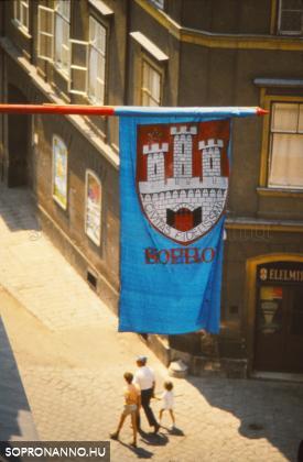 Az Ünnepi Hetek zászlaja