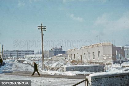 Házbontás a Csengery utca és a Kőszegi út sarkán