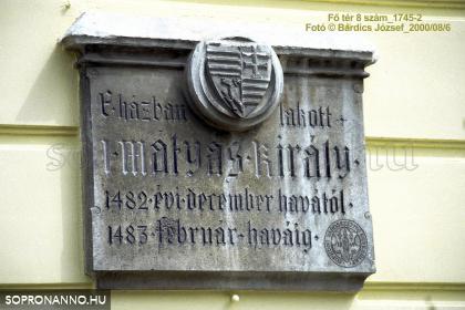 Mátyás király emléktáblája a Storno-házon
